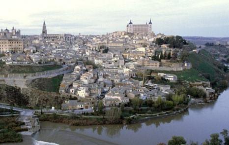 Panorámica de la ciudad, con el Alcázar a la derecha.