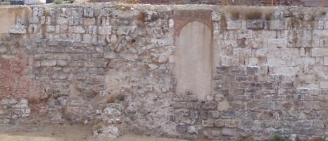 Ruinas de la Muralla Musulmana en el Parque Mohamed I.