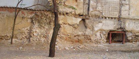 Restos de la Muralla Cristiana, visibles en el número 17 de la calle del Almendro.